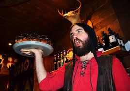 Du rouge pour la Fête Des Normands à Montréal, au Pub restaurant L'Auberge du dragon rouge.https://www.facebook.com/aubergedudragonrouge/