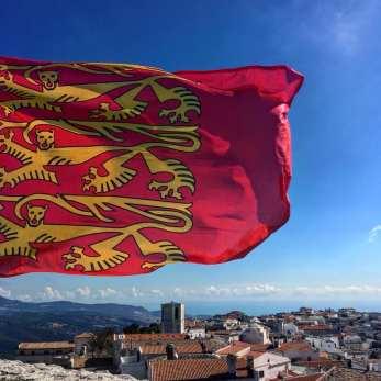 Fête Des Normands en Italie, à Monte Sant Angelo évidemment ! Tout savoir : https://fetedesnormands.com/2018/09/30/la-ville-italienne-monte-santangelo-et-le-mont-saint-michel/
